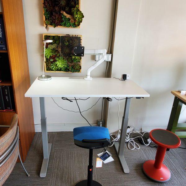 Alan Desk Enmo Standing Desk silver base white top