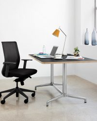 keilhauer-6c-home-desk-chair-black-table-desk-scene