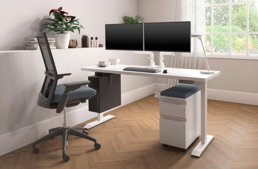 alan-desk-hat-office